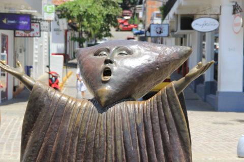 """Escultura """"En Búsqueda de la Razón"""""""