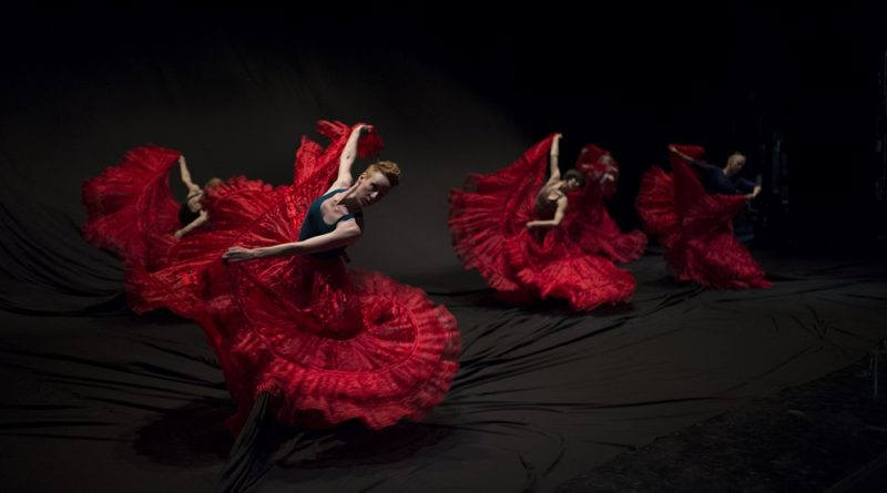 Macho Man XXI con la Compañia de Danza Contemporánea Tania Pérez-Salas
