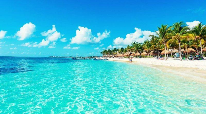 Playa del Carmen es el corazón mismo de la Riviera Maya gracias a sus extraordinarias playas y estupenda vida nocturna.