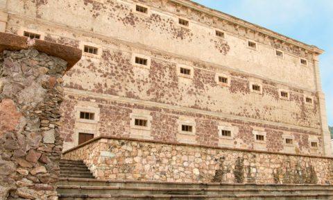 Exterior de la Alhóndiga de Granaditas a la llegada a Guanajuato