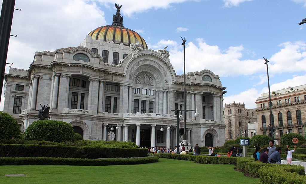 Palacio de Bellas Artes, una obra que excede los límites.