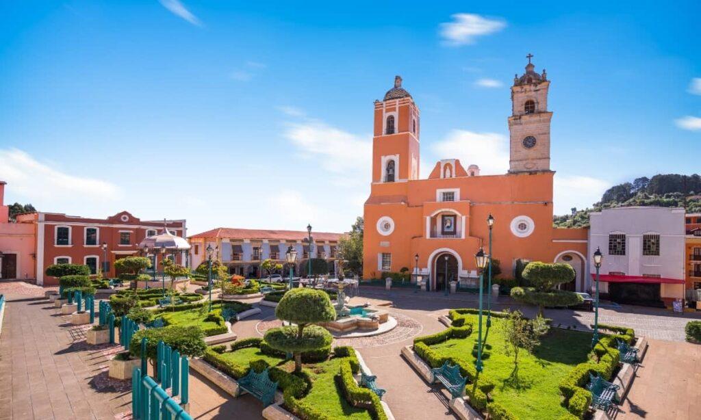 Real del Monte, el pueblo de las fachadas multicolor.